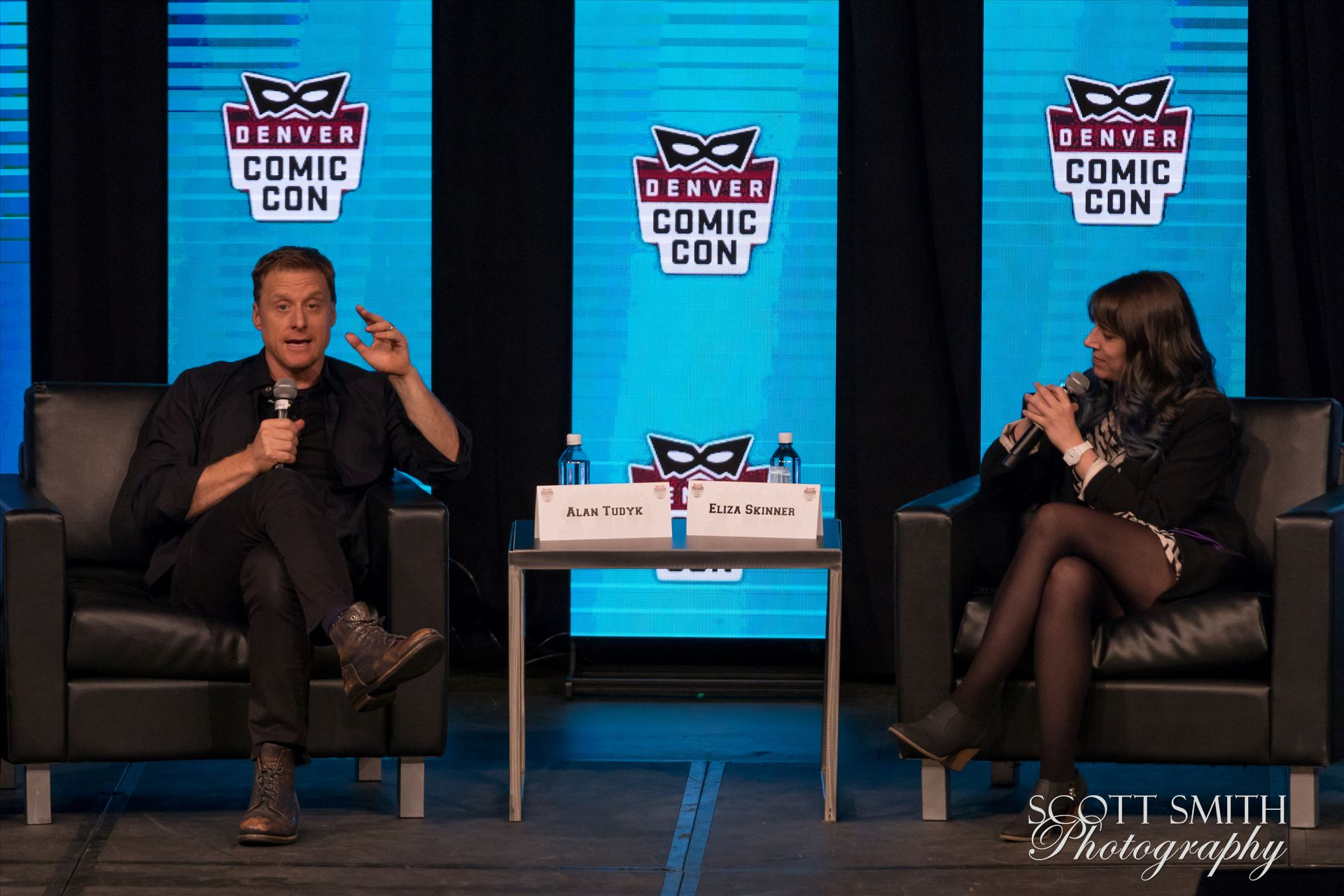 Alan Tudyk 3 at Denver Comic Con 2018 -  by Scott Smith Photos